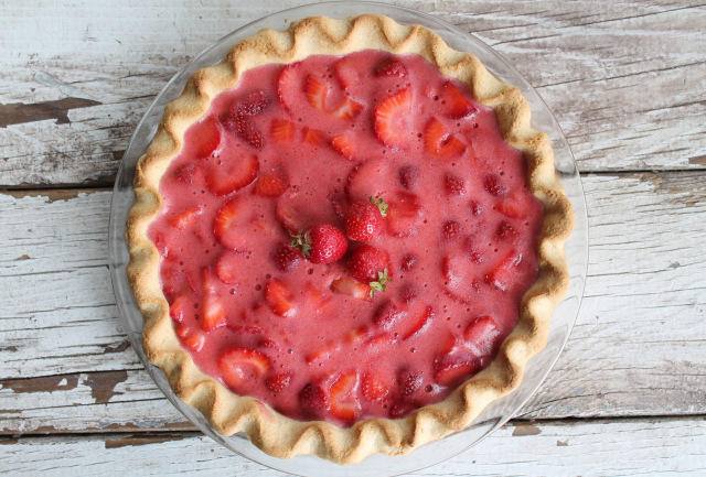 summer-strawberry-pie-with-shortbread-crust